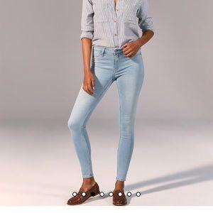 A&F harper low rise jean leggings in lightest wash
